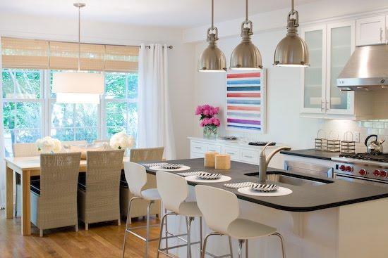 Cómo decorar una cocina comedor moderna con isla