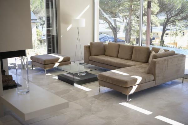 Aprende-a-combinar-el-sofa-con-la-mesa-de-centro-2_0