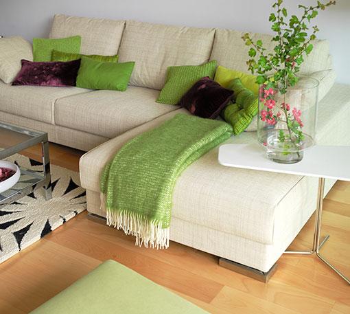 decorar-sofa-en-verde