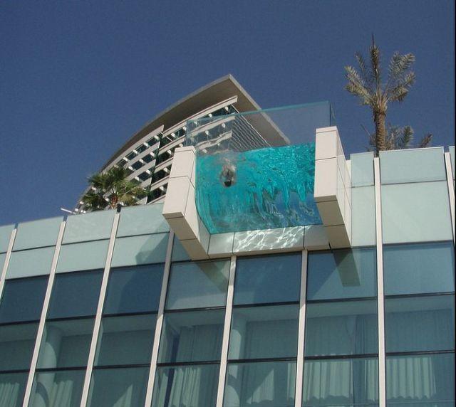 fantastic_hanging_outdoor_pools_640_01