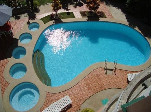 piscina-en-la-forma-de-un-pie