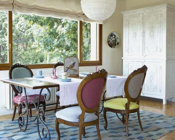 comedor-vintage-con-sillas-victorianas