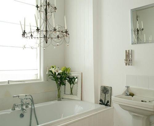 banos-elegantes-decoracion-lamparas-arana-candelabros-3