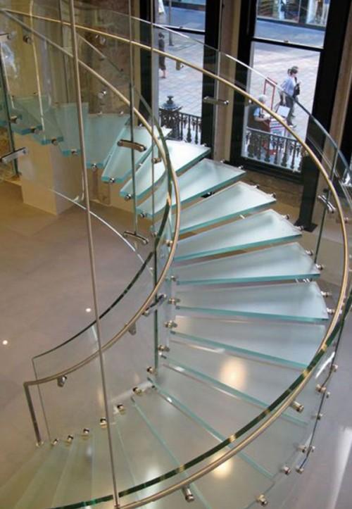 escalera-curva-de-cristal