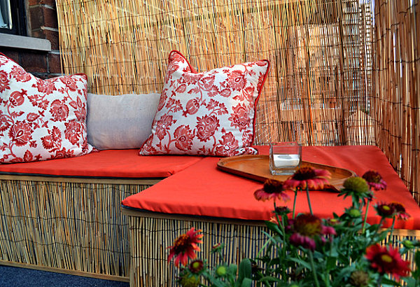 Balcony-makeover-with-a-reed-fence