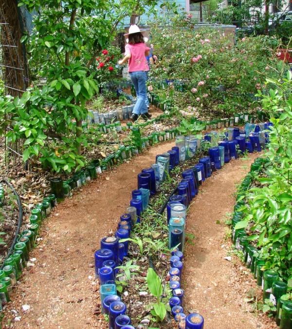 camino_jardin_botellas_recicladas