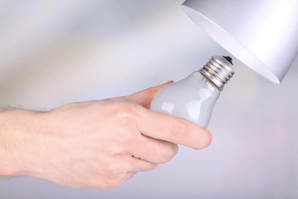 00347g-cambiar-lamparita-bombilla-luz