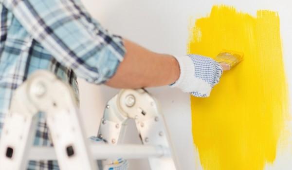 pintar-paredes-brocha-amarilla